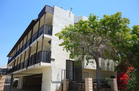 Top Level Unit in Los Feliz w/Parking & Newer Appliances | High Walkability Score