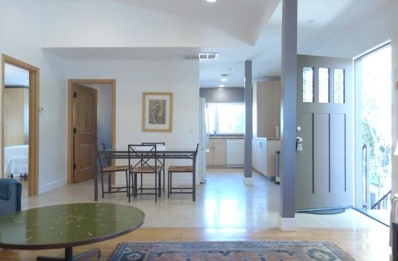 Modern Luxury Upstairs Home w/Soaring Ceilings