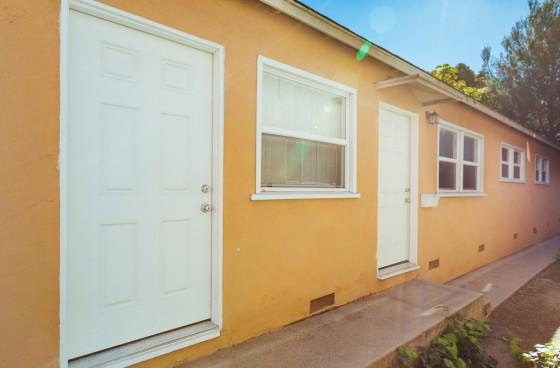 Modern 2/2 Duplex | Free Laundry, Shared Garage $100