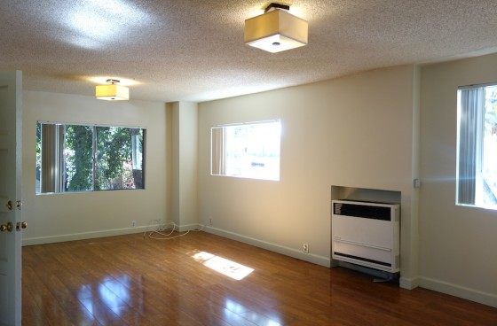 Awesome Central Location. Downstairs Unit w/Shared Yard & Parking