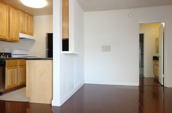 Remodeled Unit w/Parking close to Los Feliz