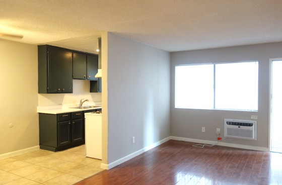 Remodeled Ground Level Home w/Parking
