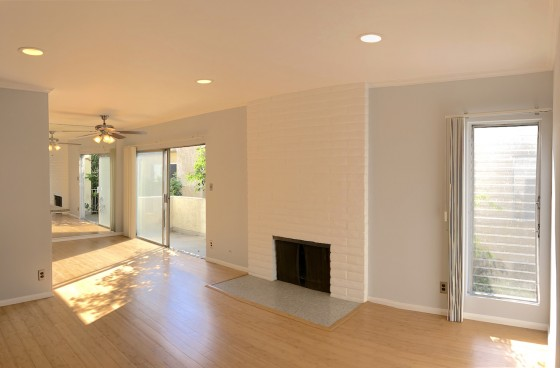 Top Level1 Br in Fantastic Culver City w/Fireplace, Balcony, Parking