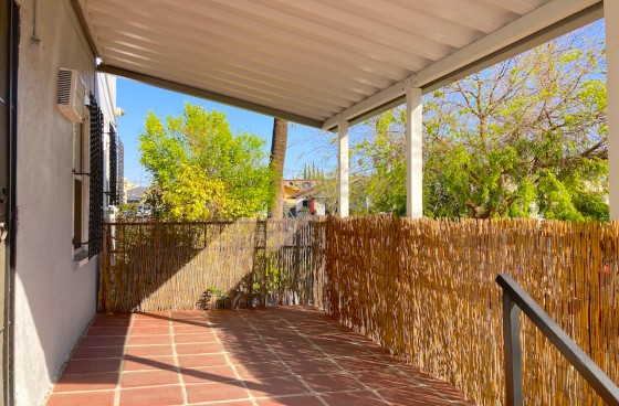 Simple Studio with Private Patio w/All Utilities Included