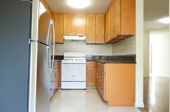 Remodeled Corner Unit w/Parking | Shared Pool