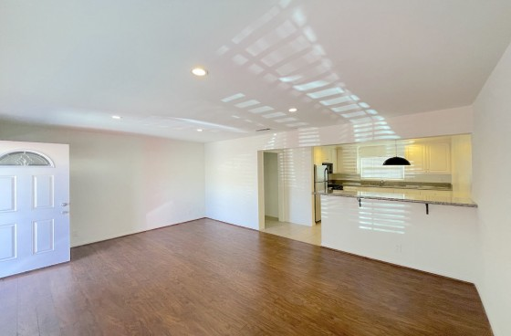 Renovated Duplex w/2 Parking in Angelino Heights
