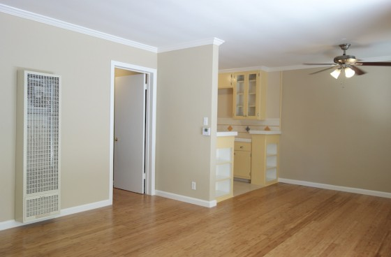 Charming Ground Level Home w/Private Patio & Parking in Koreatown