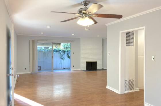 Fabulous 2&2 in Fantastic Culver City! Home w/Fireplace, Balcony, Parking