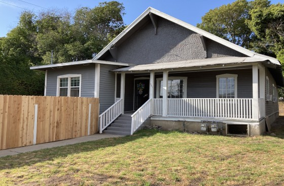 Lovely Renovated Side Duplex in Echo Park w/Front Yard & Porch