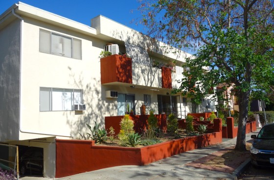 Renovated Top Level Unit w/Balcony, Parking in Prime WeHo