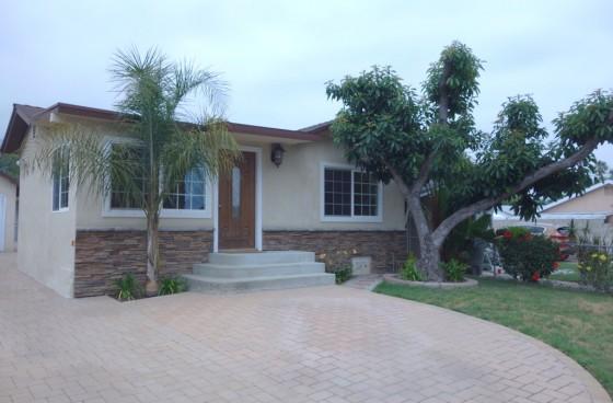 Front House w/BONUS Room & Carport | All UTILITIES Included