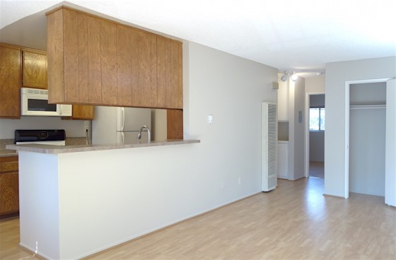 Top Level Unit in Angelino Heights w/Views & Parking PLUS Housekeeping