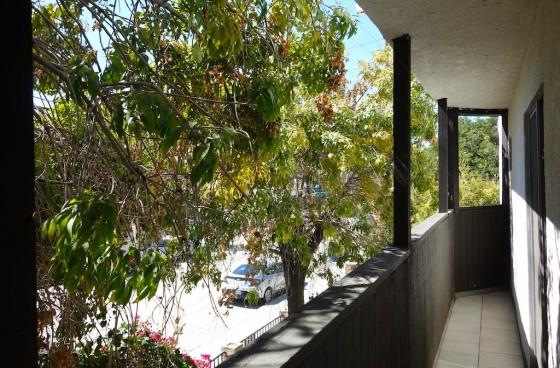 Los Feliz Unit w/Parking, Small Balcony & New Appliances | High Walkability Score