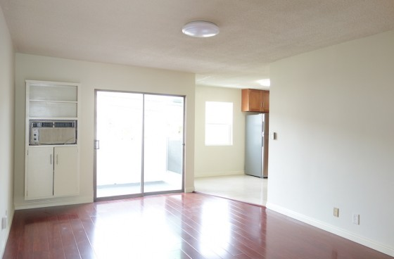 Remodeled Ground Level Home w/Balcony, $2 Parking   Gated & Retrofitted Complex, Community Pool